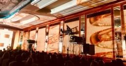 Proiezione con proiettori Barco nella Sala cristalli dell'Hotel Principe di Savoia a Milano