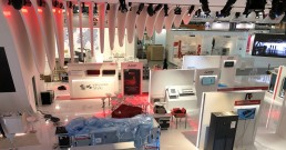 Luci e monitor B-Happy all'interno dello Stand Mitsubishi Electric_MCE 2018