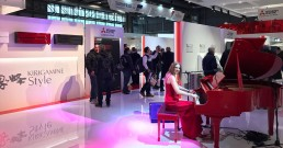 Performance con piano nello Stand Mitsubishi Electric_MCE 2018