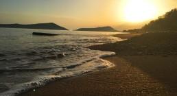 Tramonto spiaggia Gialova in Grecia