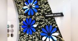 Fiori ledwall B-Happy installati al Huawei Store di Milano