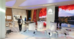 Ledwall B-Happy all'interno del Huawei Experience Store